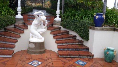Одна из скульптур на эспланаде